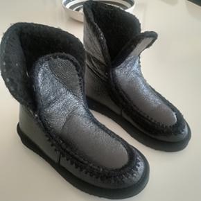Sorte shiny bohemestøvler ❤️ sender med dao for 38 kr ❤️