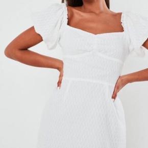 Sød missguided kjole brugt en gang i str 38.