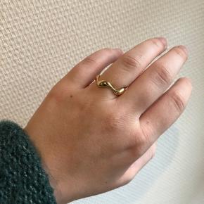 Super smuk justerbar ring sælges, da jeg må indse at det var et fejlkøb. Mp 65,-