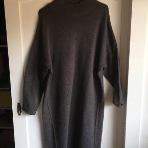 Mørkegrå varm kjole fra VRS, ikke brugt mere end et par gange.