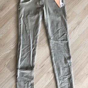 Sælger disse lækker bukser.. helt nye