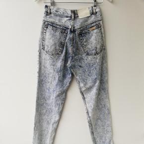 Vintage Højtaljede stonewashed jeans i str. 36