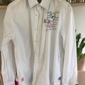 Snart skjorte med fine detaljer ;-))