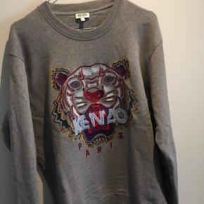 Sælger denne lækre kenzo sweatshirt. Den er brugt få gange og har ingen mangler :)