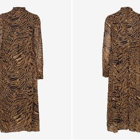 Ganni Printed Georgette Tiger kjole, str. 38. Fejlet intet. Kan evt. afhentes på Amagerbro.