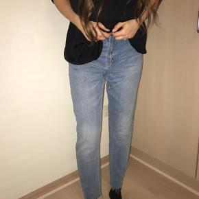 Sælger disse bukser, der er købt i Pieces🌸 De er en str L, men jeg er selv en M og de passer mig super godt (se billeder)🌸 De er aldrig brugt, så de er i perfekt stand🌸