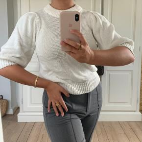 Fin bluse/sweater med puff ærmer