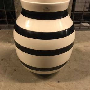 Fin, lettere brugt Kahler vase, 21 cm høj.  Byd endelig.