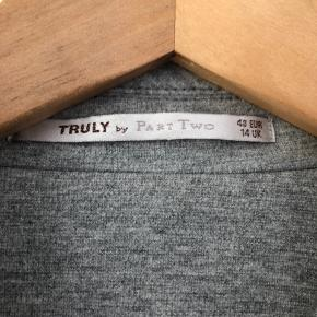 """""""Blød"""" blazer, meget behagelig at have på. Inderfoer gået op under den ene arm - se foto"""