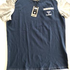 Helt ny og lækker T-shirt, bomuld.   Str. L  Nypris 399,-  Sender gerne, køber betaler med TS porto via DAO 37,-
