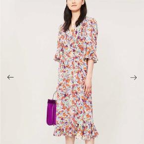Brugt få gange, næsten som ny.  Primært består kjolen af 100% silke. Byd gerne😊