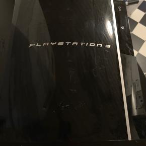 Play station 3  2 kontrollers 6 spil
