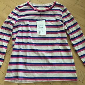 Meget fin langærmet bluse i bomuld med striber i blå og pink fra Lolly's Laundry helt ny med prismærke har kostet 450 kr. sælges til 150 kr