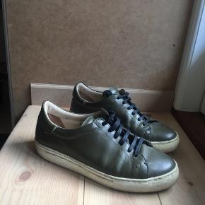 Sneakers fra By Malene Birger i army grøn