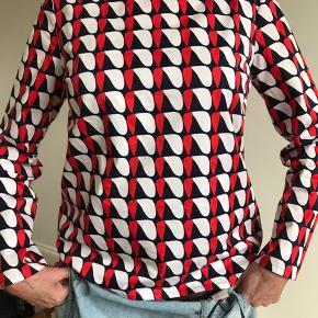 Super flot bluse fra Cos. Brugt en gang - for stor. Flot halsudskæring