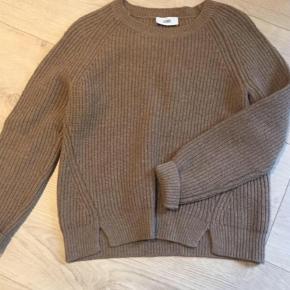 Varetype: Striktrøje Farve: Camel  Lækker uld trøje fra klassiske Closed. Bud starter ved 500. Bytter ikke
