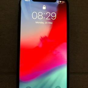 Iphone x 256GB sort. Telefonen er kun 3 måneder gammel, så fremstår i perfekt stand. Den har hverken ridser eller skræmmer. Der medfølger alt, samt kvitteringen. Den kan sendes med posten eller afhentes.