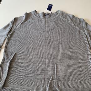 Tynd strik i tidsløs og anvendelig grå farve. Aldrig brugt pga størrelse for lille.