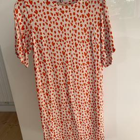 Så smuk Goya kjole i 100% blød Viscose