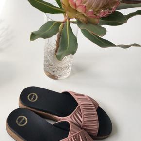 Flotte sandaler fra Wooden i farven rosa str. 37 👡  Byd gerne kan både afhentes i Århus C og sendes på købers regning 📮✉️