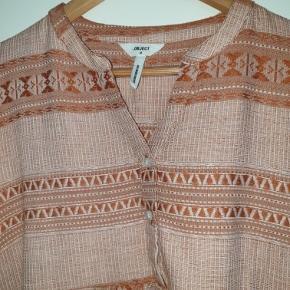 Skønneste tunika/kjole, desværre bare lidt for kort til mig.   Kun brugt 1 gang  Sender gerne med Dao eller GLS og det er inkl prisen  Hvis du køber flere af mine ting er der 50 kr i rabat pr del