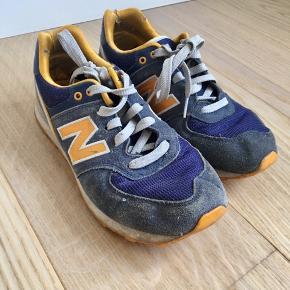 Fede New balance sneaks sælges da jeg ikke længere får dem brugt. Der er tegn på slid, især i hælen, og derfor sælges de billigt for 100kr ekskl fragt. Man er velkommen til at hente selv - byd gerne! :)