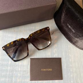 Sprit nye  Super cool og lækre briller med det fedeste polariserede glas Vundet i en Instagram konkurence. Butikspris 2600,- Bytter ikke