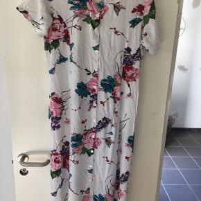 Sommer kjolle sælges str 48 der må byddes Spørr for merr info