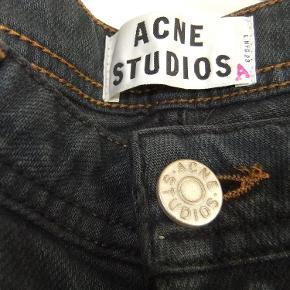 Acne Studios jeans. Sort/grålig med lidt forvasket look. Str 27/34. Brugt 1 gang.