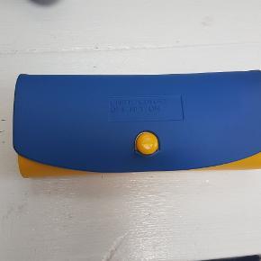 Flot brille etui. Mål: 16 cm langt- 7 cm bred og 5 cm dyb