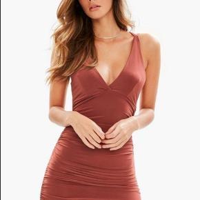 Helt ny kjole fra MissGuided sælges. Str. M