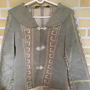 Varetype: Jakke Farve: Mintgrøn,   Guld  Flot jakke. Sælges for 80+, sender med DAO via mobilepay