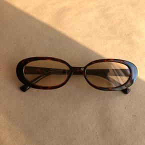 Fed retro solbrille  Kan sendes med postnord for en 10'er