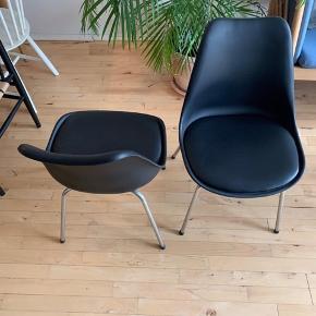 To fine spisebordsstole fra ILVA som fremstår let brugte og i rigtig god stand. Siddehøjden er 44cm.  Stolene sælges samlet for 200 kr og kan beses og hentes på Nørrebro