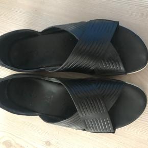 Lækre Ecco sandaler med hvis gummi bund der næsten ikke er brugt. Nypris 1199kr