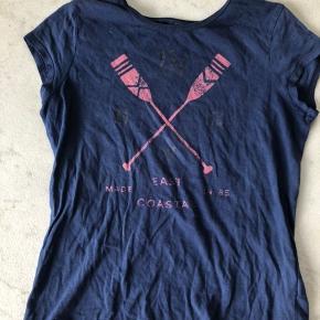 Mørkeblå Tommy Hilfiger T-shirt med pink print.   Str. 12-14år/Large