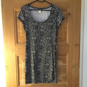 Fin stræk basis kjole fra H&M str s. Max brugt 2 gange. Se mine andre kjoler.