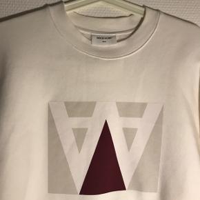 Lækker sweatshirt fra Wood Wood 🌱 Str. M Nypris: 950 kr. Obs.: den har lidt fnuller på indersiden, intet der kan ses