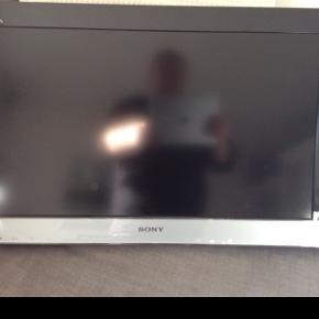 Sony Bravia 32 Med væg beslag Flere billeder kan sendes Model nr KLD - 26ex302 LCD digital colour TV Sort kant rundt om, nederst sølv