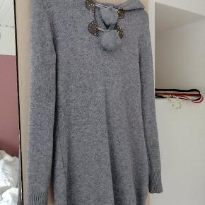 Så fin mistery Jane kjole i strik og ægte pels