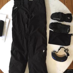 f513ea16b87 Varetype: skibukser Størrelse: medium Farve: sort Oprindelig købspris: 3000  kr. Prisen