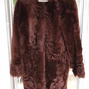 Smuk vendbar pels i str 38 Aldrig brugt da den er lige det mindste