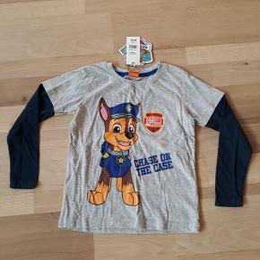 Ny trøje med Paw Patrol i str. 122/128. Købspris 99 kr.
