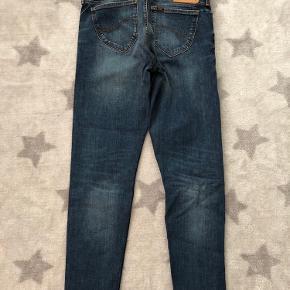 Lee Jeans. Str. 27/31 Sparsomt brugt - som nye.