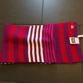 Helt ny halstørklæde fra tickets to heaven.One size   Køber betaler Porto.