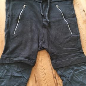 Sælger disse shorts idet de bare ligger i skabet, de har efterhånden nogle år på bagen, dog har de for det meste ligget i skabet og er derfor kun brugt få gange   BYD endelig :)