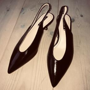 Sorte kitten heels i skind. Aldrig brugt.  Bytter ikke og foretrækker at handle over mobilepay. Køber betaler fragt samt eventuelle gebyrer.