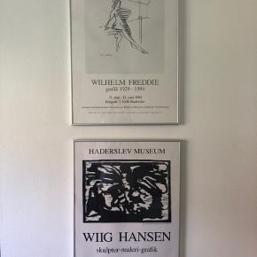 2 plakater i rammer. Sælges samlet for 400kr.