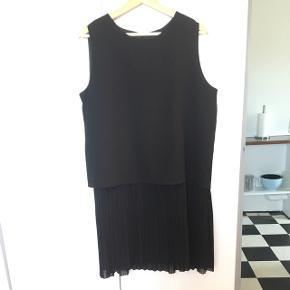 Sort kjole fra Mango. Brugt få gange.  BYD