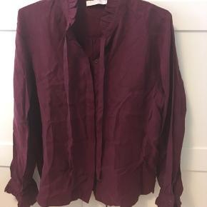 Flot skjorte fra Coster Copenhagen. Den er desværre købt for lille.